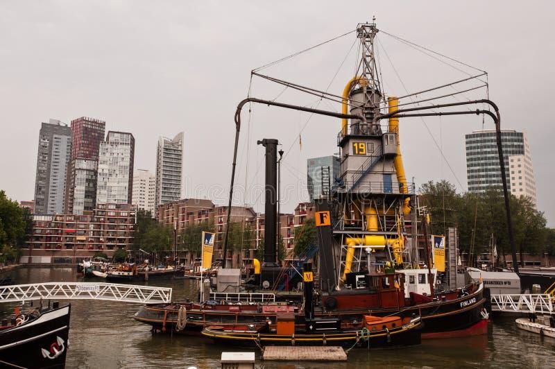 Vieux musée historique de bateau et de bateau dans le port dans la ville de Rotterdam photo stock