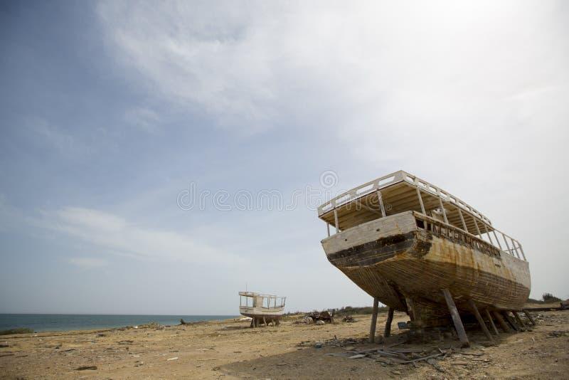 Vieux naufrage se tenant sur la plage, Venezuela photos libres de droits