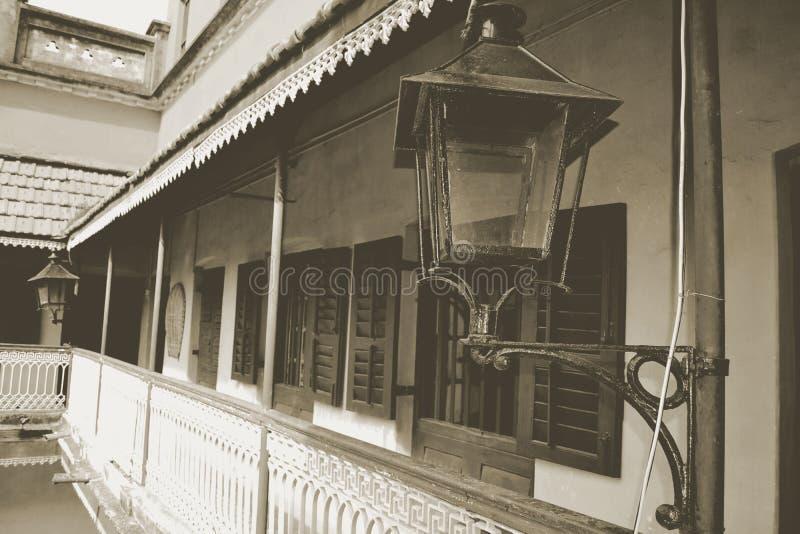Vieux noir et blanc et image de cru du couloir d'un histori photographie stock