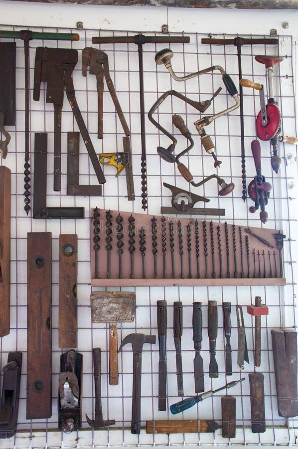 Vieux outils de bricolage de charpentiers photos stock