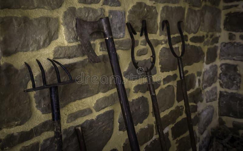 Vieux outils de torture images stock