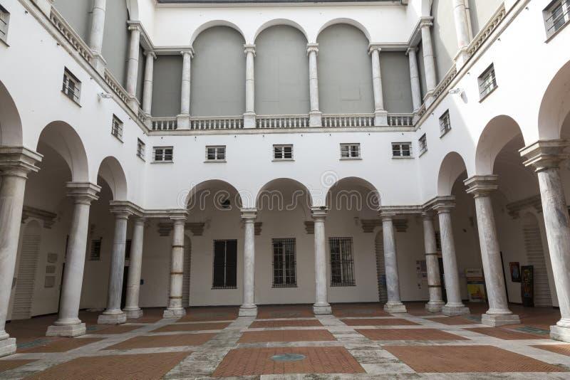 Vieux palais à Gênes image libre de droits