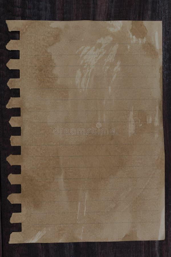 Download Vieux Papier Sur Le Fond En Bois Image stock - Image du blanc, fond: 76086045