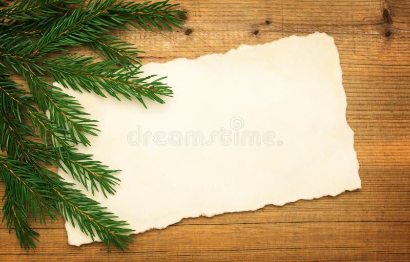 Vieux papier vide avec l'arbre de Noël photographie stock libre de droits