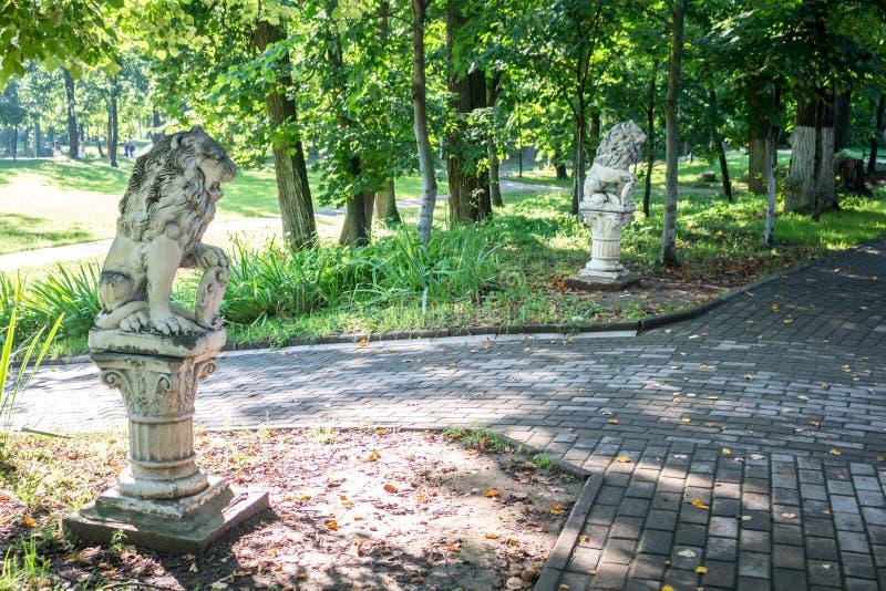 Vieux parc-manoir Belkino dans le jour d'été photographie stock