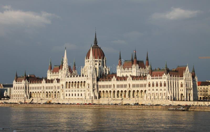 Vieux parlament et ciel bleu photos libres de droits