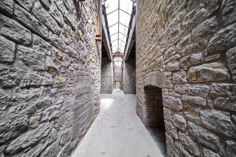 Vieux passage de château images stock