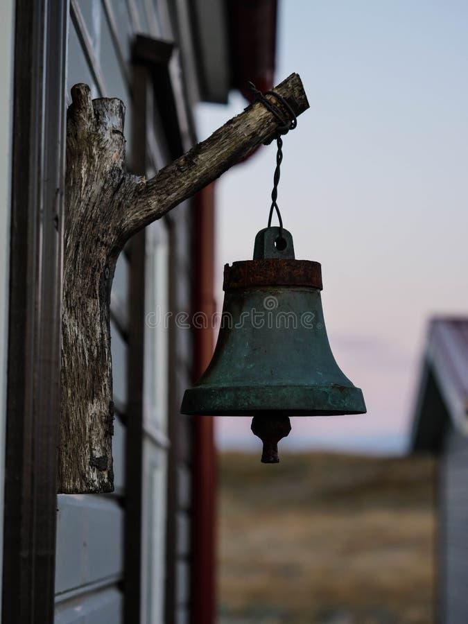 Vieux paysage de cloche photos stock