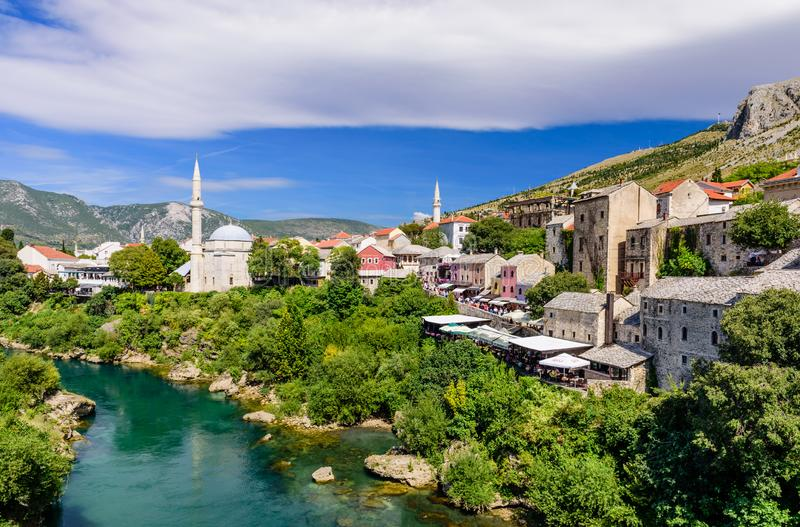 Vieux paysage urbain de ville de Mostar photos stock