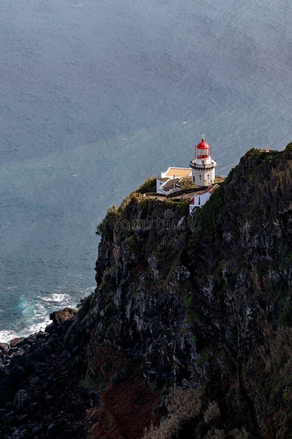 vieux phare sur la montagne photo libre de droits