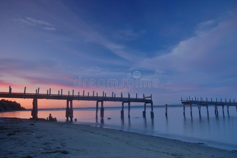 Vieux pilier au coucher du soleil images libres de droits