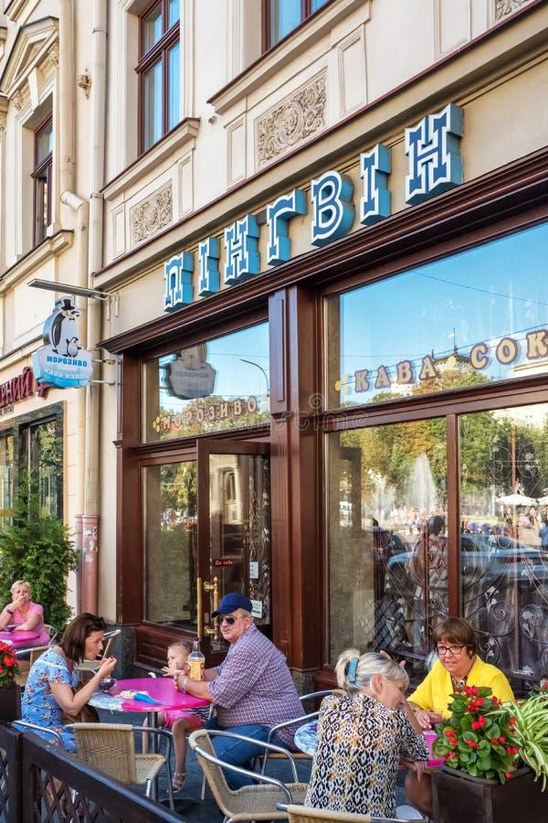 Vieux pingouin sovi?tique l?gendaire de caf? d'enfants de temps ? Lviv, Ukraine photo libre de droits