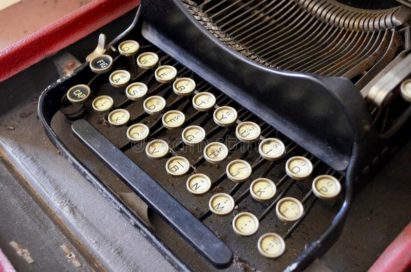 Vieux plan rapproché de machine à écrire photo libre de droits