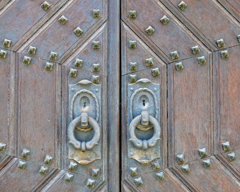 Vieux plan rapproché de porte en bois solide photo stock