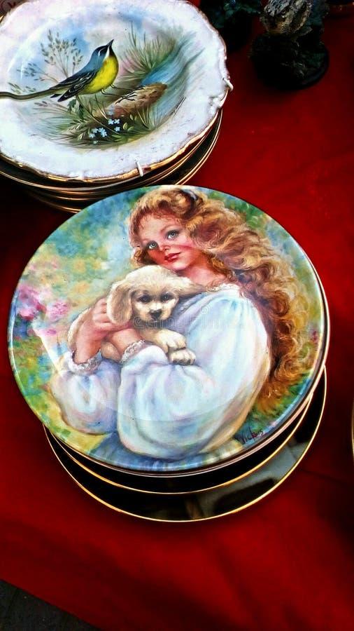 Vieux plats en céramique photographie stock