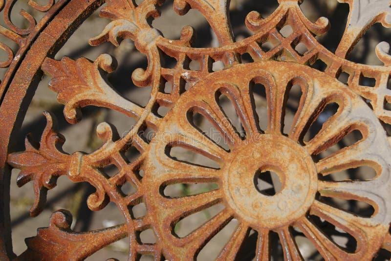 Vieux plus rouillé, plus de manière romantique, chaise de métal, photo libre de droits