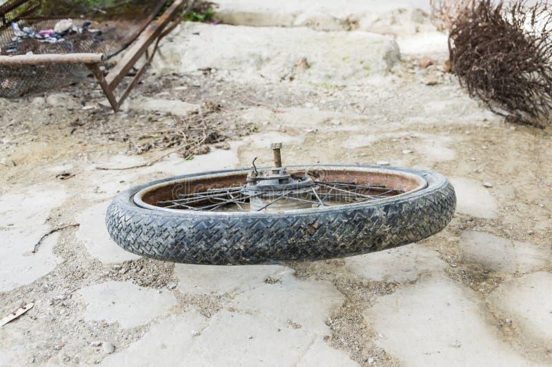 Vieux pneu de vélo photo libre de droits