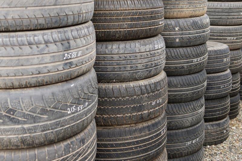 Vieux pneus photo stock