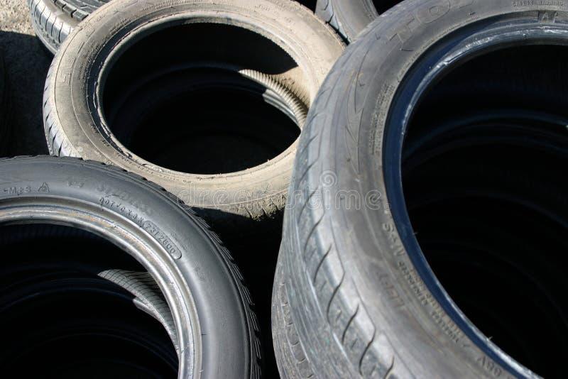 Vieux pneus photo libre de droits