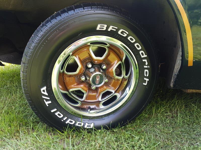 Vieux pneus de véhicule photos stock