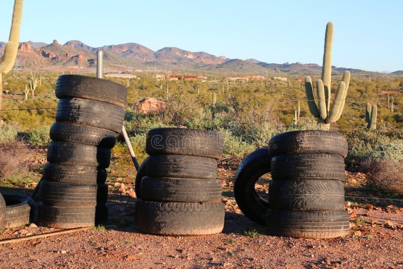 Vieux pneus utilisés photo stock