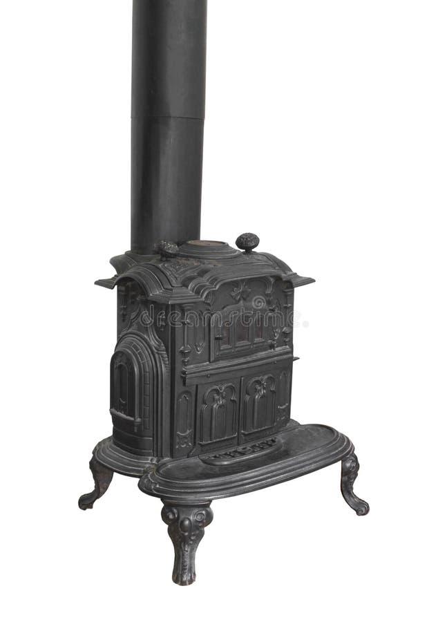 Vieux poêle brûlant en bois de chaufferette d'isolement. photos libres de droits