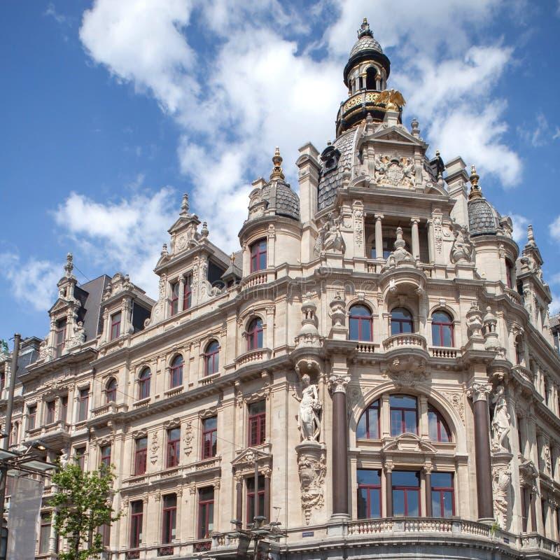 Vieux point de repère à côté de rue célèbre de Meir à Anvers photos libres de droits