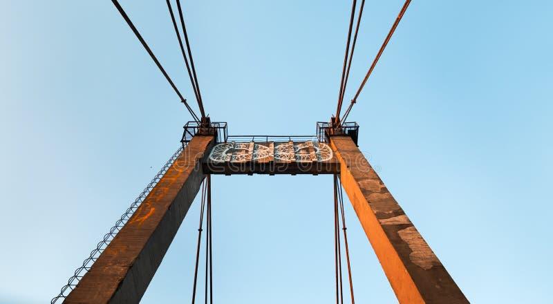 Vieux pont câble-resté image libre de droits