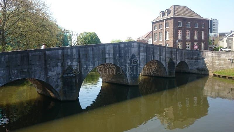 Vieux pont dans la ville romantique Roermond photographie stock libre de droits
