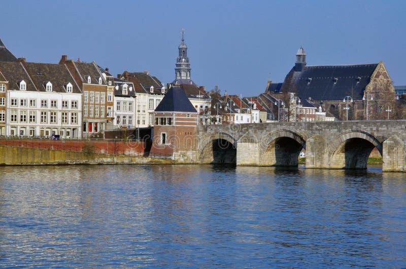 photo pont bombardé Vieux-pont-de-maastricht-31961405
