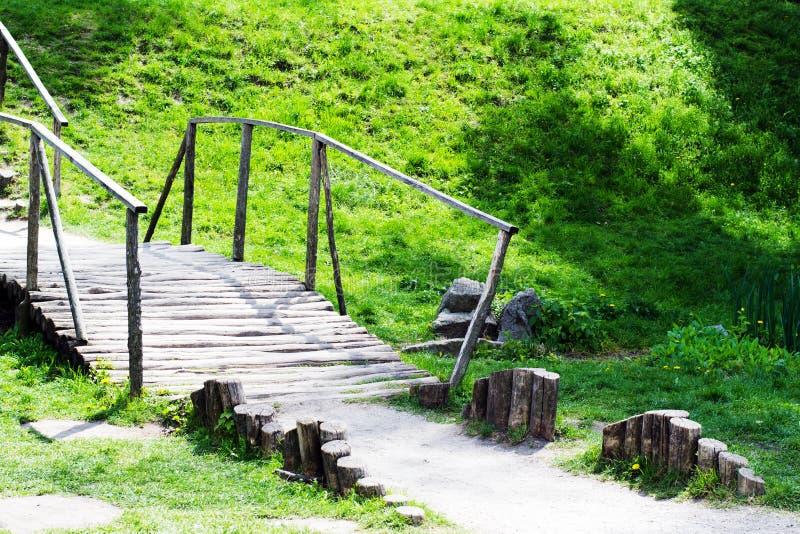 Vieux pont en bois photos stock