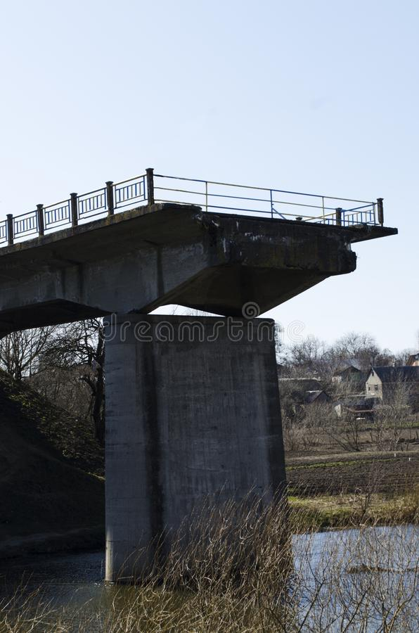 Vieux pont non fini image stock