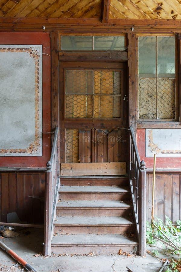 Vieux porche en Autriche photo stock