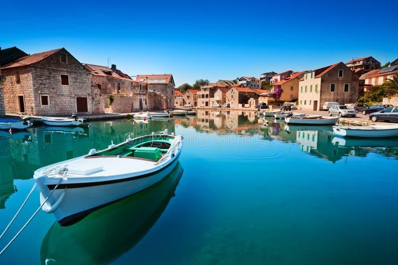 Vieux port à la Mer Adriatique. Île de Hvar photos libres de droits