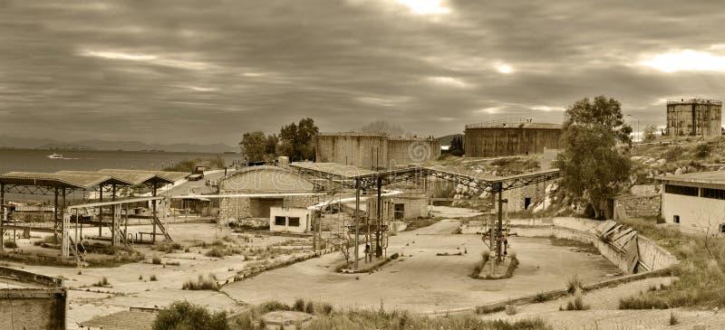 Vieux port d'arrivée ou de départ pour le pétrole photographie stock libre de droits