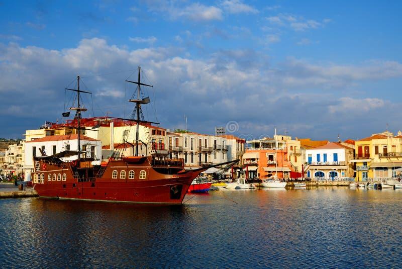 Vieux port dans la ville de Rethymno image stock