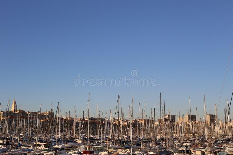 Vieux-porto de Marselha no céu imagens de stock royalty free