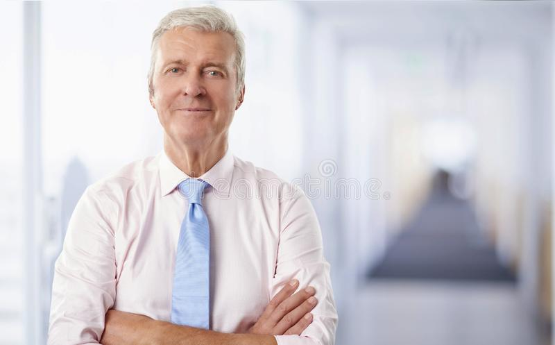 Vieux portrait d'homme d'affaires images stock