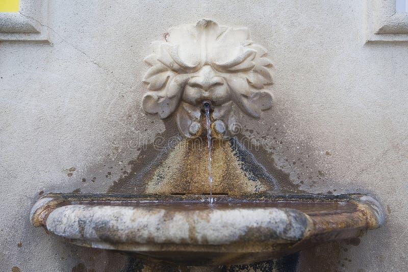 Vieux poste d'eau potable photos libres de droits