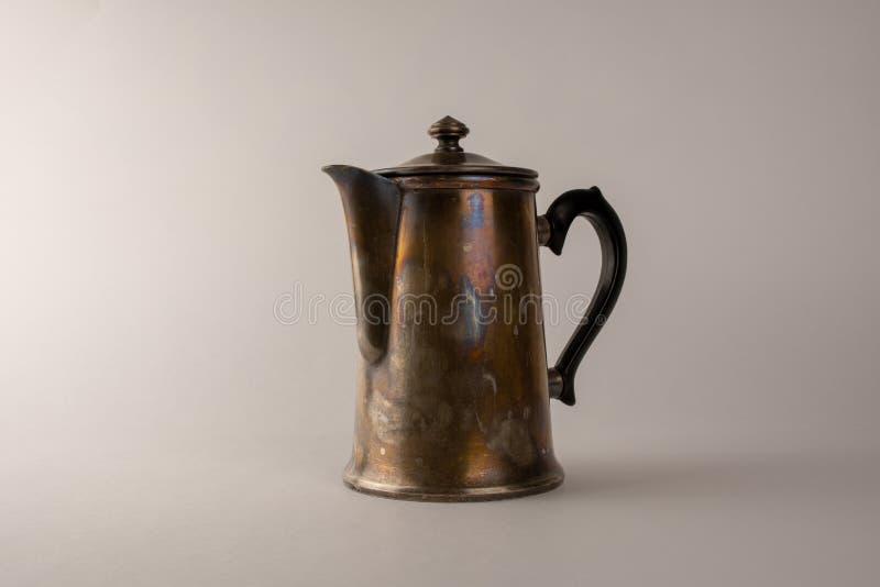 Vieux pot en laiton de café, une photo d'un pot de café de cru image libre de droits