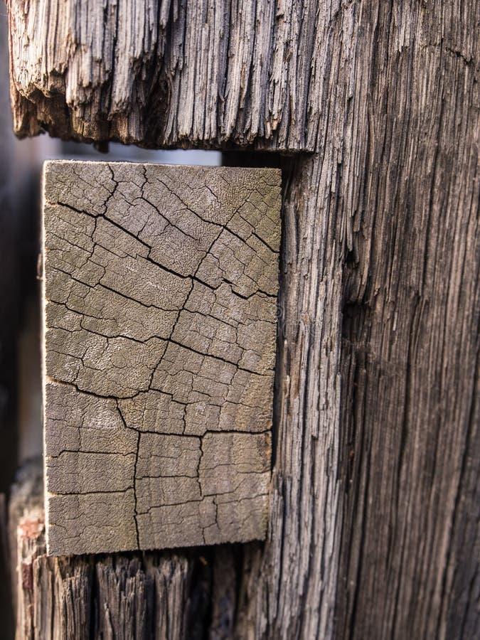 Vieux poteau en bois de barrière photo libre de droits