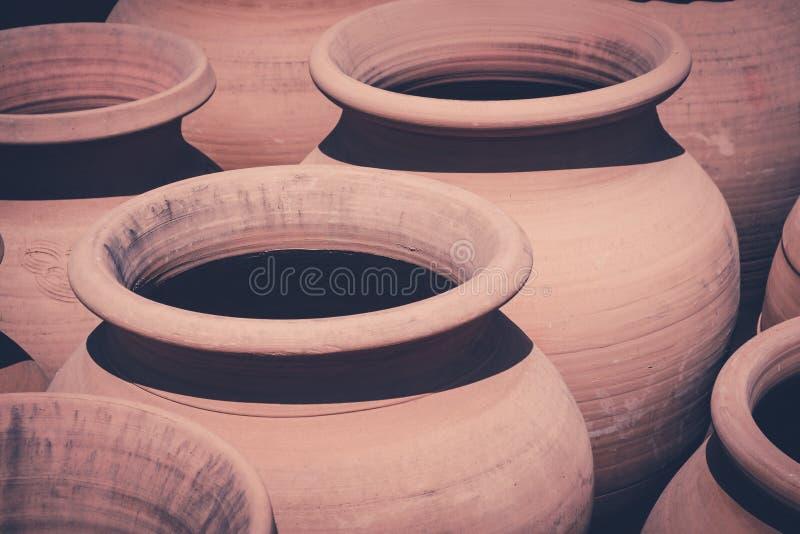 Vieux pots d'argile, ensemble de pot d'argile de vintage photographie stock