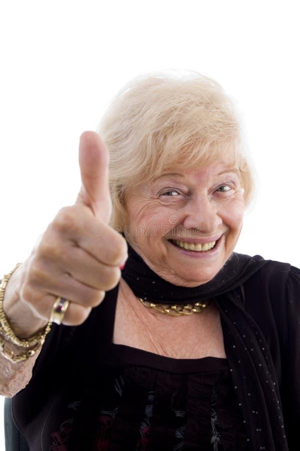 vieux pouce affichant heureux vers le haut de femme photo libre de droits
