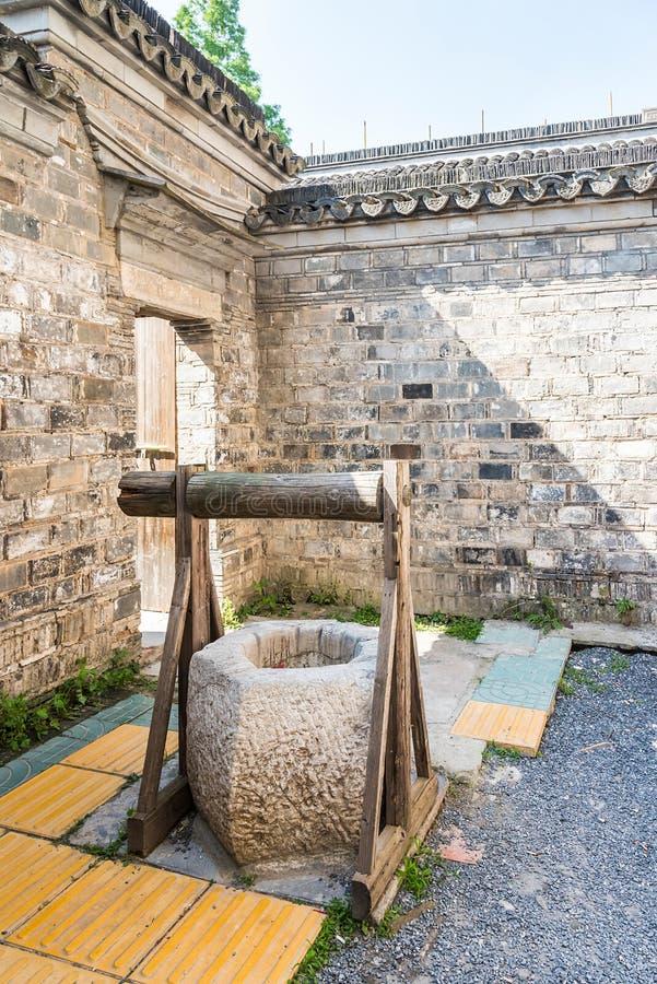 Vieux puits photo libre de droits