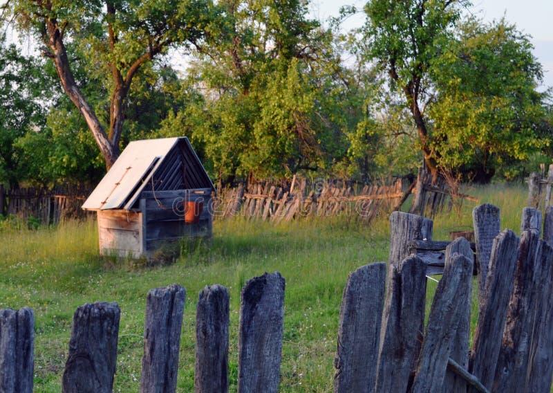 Vieux puits photos stock