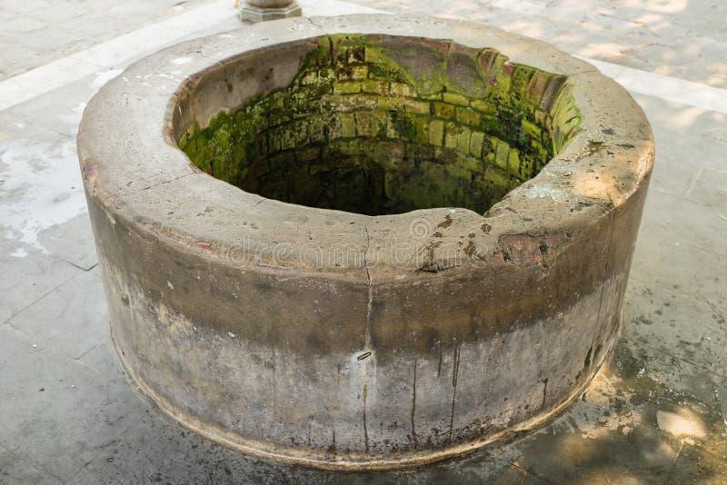 Vieux puits d'eau en ville antique de Hoi An, patrimoine mondial de l'UNESCO photographie stock