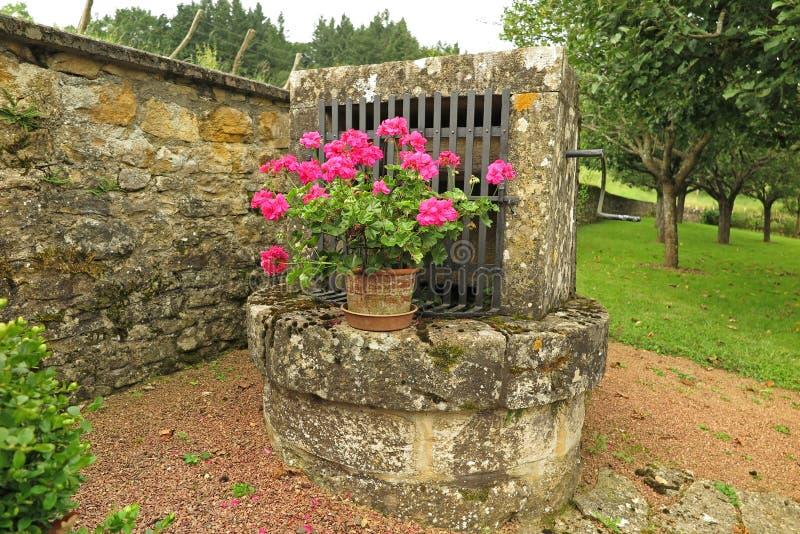 vieux puits de pierre photo stock image du europe pierre 48146858. Black Bedroom Furniture Sets. Home Design Ideas