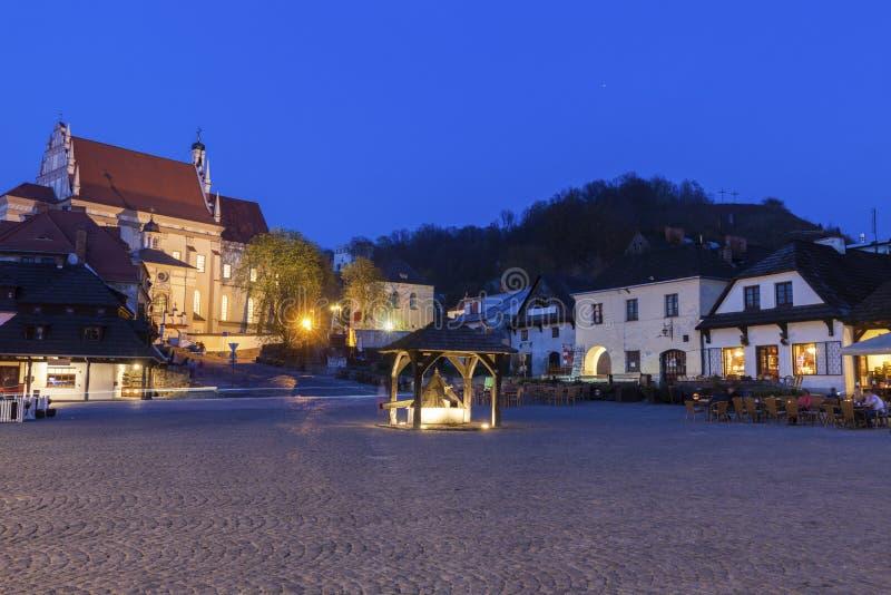 Vieux puits sur la place du marché en Kazimierz Dolny photo libre de droits