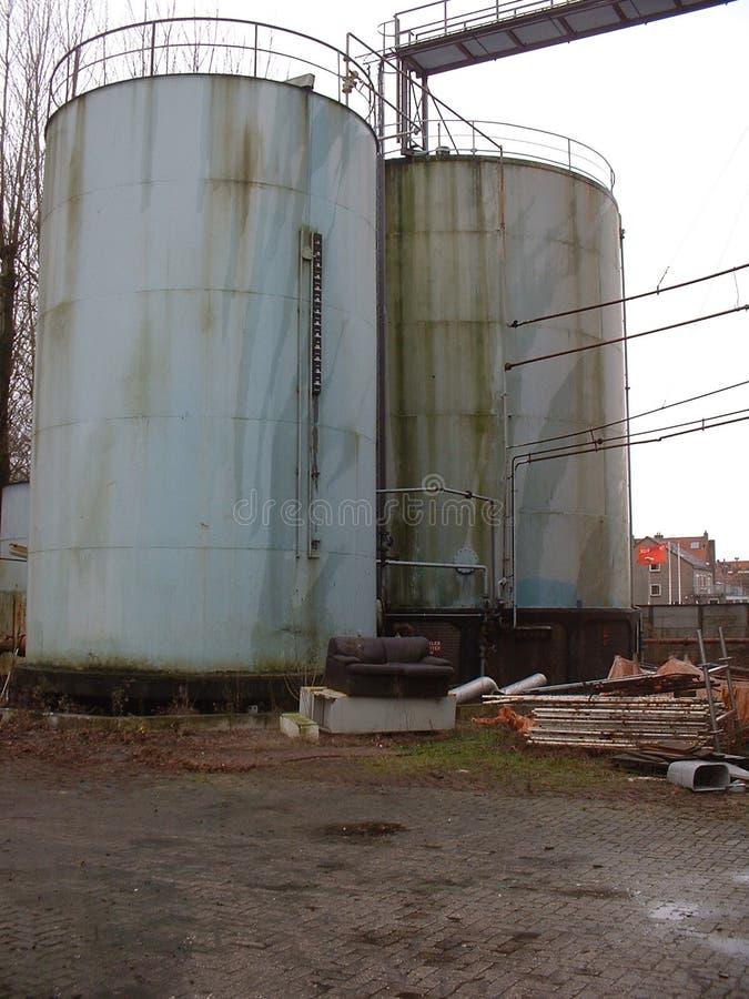 Download Vieux Réservoirs De Stockage Image stock - Image du pipes, usé: 90819