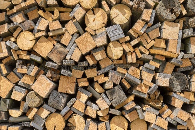 Vieux résidus de bois empilés image stock